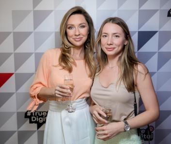 Красивые Юлия Тарасова и Кира Булах